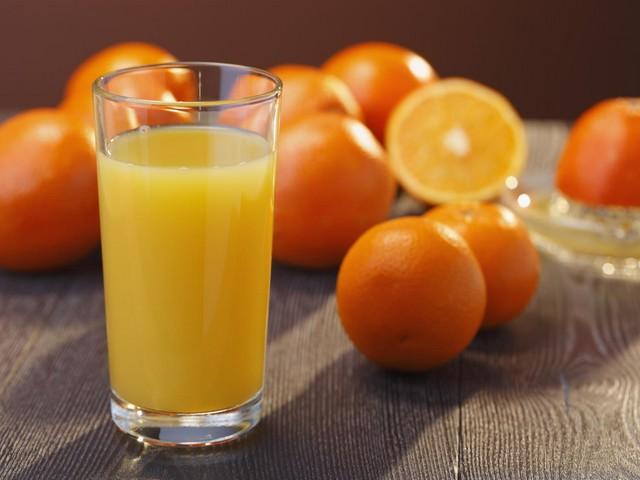 Badem ve Portakal Suyu Karışımı