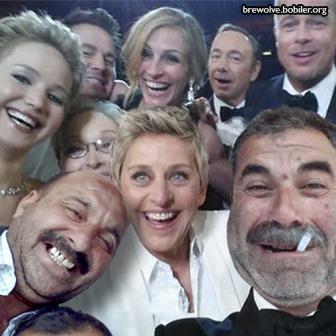ellen ve bobiler selfie pozu 336x336 - Ellen DeGeneres'ın Twitter Rekoru
