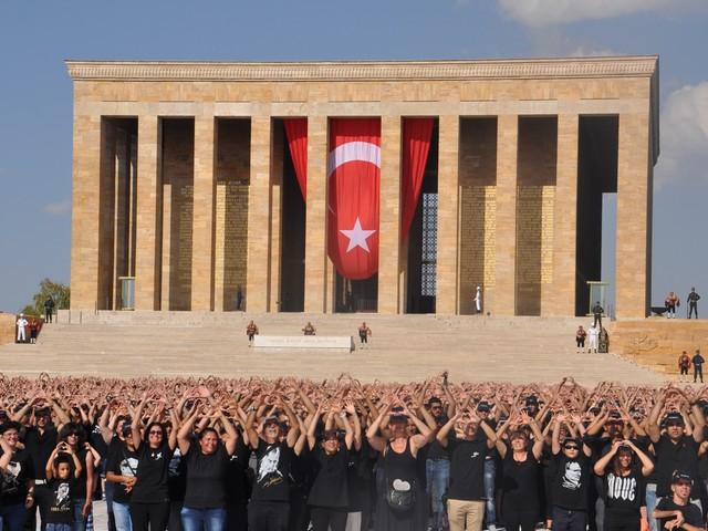 ataturk sevgisi rekor kirdi 10 640x480 - Atatürk Sevgisi Rekor Kırdı