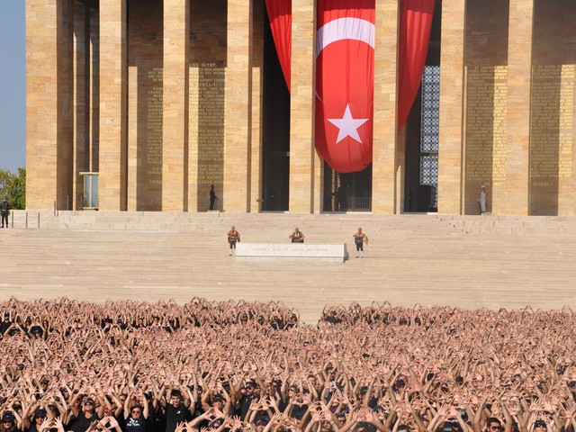 ataturk sevgisi rekor kirdi 11 640x480 - Atatürk Sevgisi Rekor Kırdı