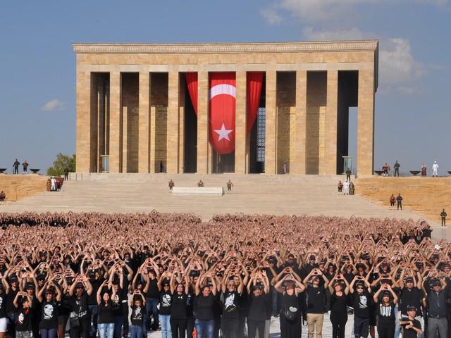ataturk sevgisi rekor kirdi 12 640x480 - Atatürk Sevgisi Rekor Kırdı