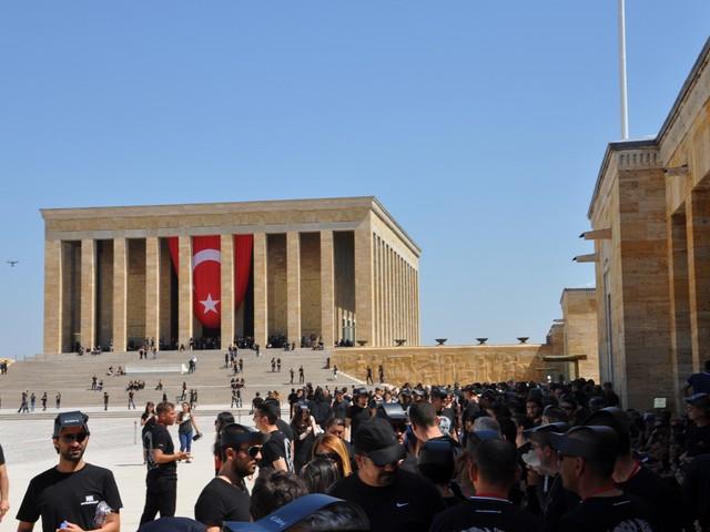 ataturk sevgisi rekor kirdi 15 640x480 - Atatürk Sevgisi Rekor Kırdı