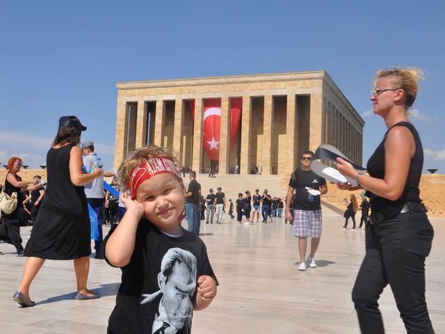ataturk sevgisi rekor kirdi 2 640x480 - Atatürk Sevgisi Rekor Kırdı
