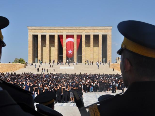 ataturk sevgisi rekor kirdi 5 640x480 - Atatürk Sevgisi Rekor Kırdı