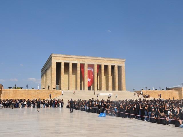 ataturk sevgisi rekor kirdi 7 640x480 - Atatürk Sevgisi Rekor Kırdı