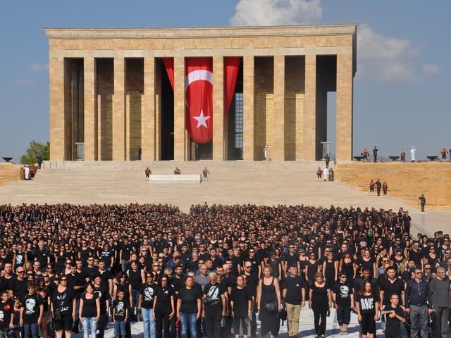 ataturk sevgisi rekor kirdi 8 640x480 - Atatürk Sevgisi Rekor Kırdı