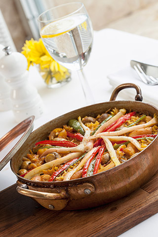 paella 320x480 - Boğazın Ezberbozan Lezzet Elçisi Yelken Restaurant