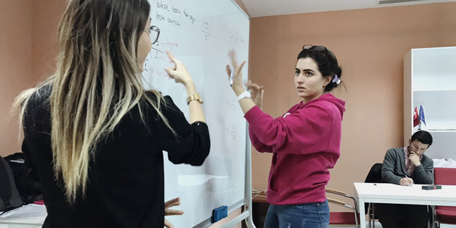 matematikte engeller anlatan eller ile kalkiyor kulecanbazi com 660x330 - Matematikte Engeller Anlatan Eller İle Kalkıyor