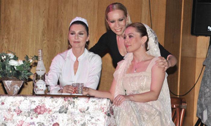 """İBB Şehir Tiyatroları """"Pembe Konağın Gelinleri""""ni Online Yayınlıyor"""
