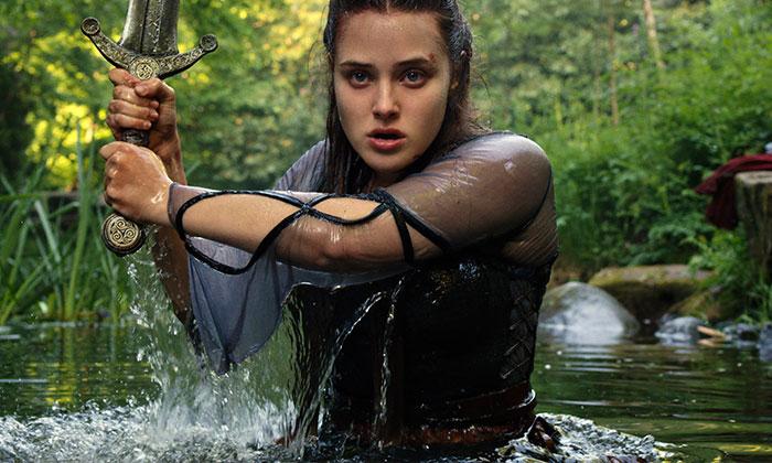 Netflix, Yeni Fantastik Dizisi Cursed'ten İlk Kareleri Paylaştı